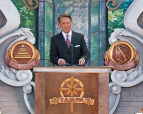 Ο κ. Ντέιβιντ Μισκάβιτς, Πρόεδρος του Συμβουλίου του Κέντρου Θρησκευτικής Τεχνολογίας και εκκλησιαστικός ηγέτης της θρησκείας της Σαηεντολογίας, τέλεσε τα εγκαίνια της νέας Εκκλησίας της Τάμπα ως μέρος του εορτασμού των 100 χρόνων από τη γέννηση του Ιδρυτή της Σαηεντολογίας, Λ. Ρον Χάμπαρντ.