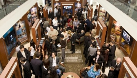Στο Κέντρο Πληροφόρησης Κοινού του καινούριου Ιδανικού Οργανισμού χιλιάδες άνθρωποι γνωρίζουν τα πιστεύω και τις πρακτικές της θρησκείας της Σαηεντολογίας, τη ζωή του Ιδρυτή Λ. Ρον Χάμπαρντ, καθώς και τα πολλά προγράμματα κοινωνικής βελτίωσης και τα προγράμματα κοινοτικής πρόληψης που χρηματοδοτούνται από τη Σαηεντολογία.