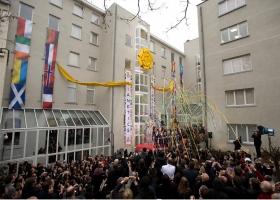 Στις 23 Ιανουαρίου του 2010, αξιωματούχοι από ολόκληρη την Ευρώπη συγκεντρώθηκαν μαζί με χίλιους Σαηεντολόγους και με παρόμοιους σκοπούς για την τελετή των Επίσημων Εγκαινίων του παραρτήματος της Εκκλησίας της Σαηεντολογίας της Ευρώπη, στις Βρυξέλλες.