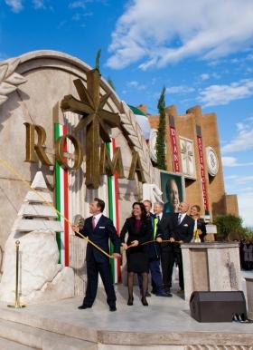 Ο κ. Ντέιβιντ Μισκάβιτς έκοψε την κορδέλα, στα εγκαίνια της νέας Εκκλησίας της Σαηεντολογίας της Ρώμης, μαζί με τους Εκτελεστικούς της Εκκλησίας και αξιωματούχους της πόλης, σηματοδοτώντας τη μεγαλύτερη αύξηση της Σαηεντολογίας τα τελευταία 30 χρόνια στην Ιταλία.