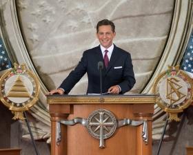 Ο κ. Ντέιβιντ Μισκάβιτς, Πρόεδρος του Συμβουλίου και εκκλησιαστικός ηγέτης της θρησκείας της Σαηεντολογίας, διεξήγαγε τα εγκαίνια μιας νέας Εκκλησίας στην πρωτεύουσα του έθνους.