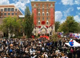 Στις 31 Οκτωβρίου 2009, τρεις χιλιάδες Σαηεντολόγοι και προσκεκλημένοι παρακολούθησαν την τελετή εγκαινίων της νέας Ιδρυτικής Εκκλησίας της Σαηεντολογίας της Ουάσιγκτον, στην Περιφέρεια της Κολούμπια. Το κτήριο είχε αποκατασταθεί πλήρως ως ένα από τα πρώτα ιστορικά τμήματα της Ουάσιγκτον.