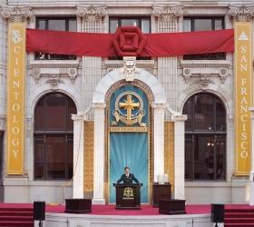 Ο κ. Μισκάβιτς εγκαινίασε το ανακαινισμένο πλέον παλαιό κτήριο της Τρανσαμέρικα, στην καρδιά του Σαν Φρανσίσκο, σε μια νέα εποχή πνευματικής δραστηριότητας.